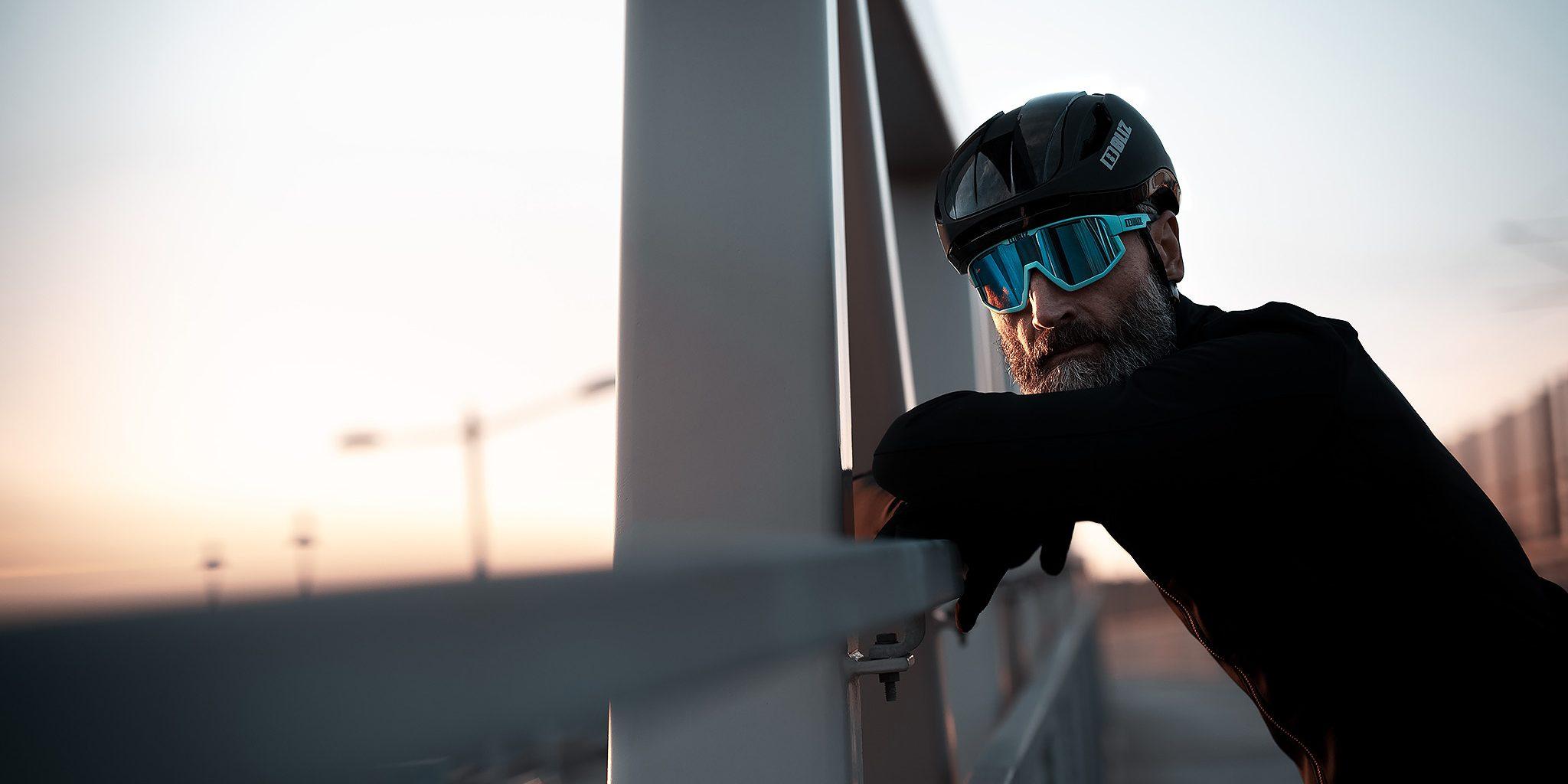 52105-34n_fusion-56007-10_zonar helmet-bliz_sunglasses_cycling_matt turquoise_sportsglasses_lifestyle5
