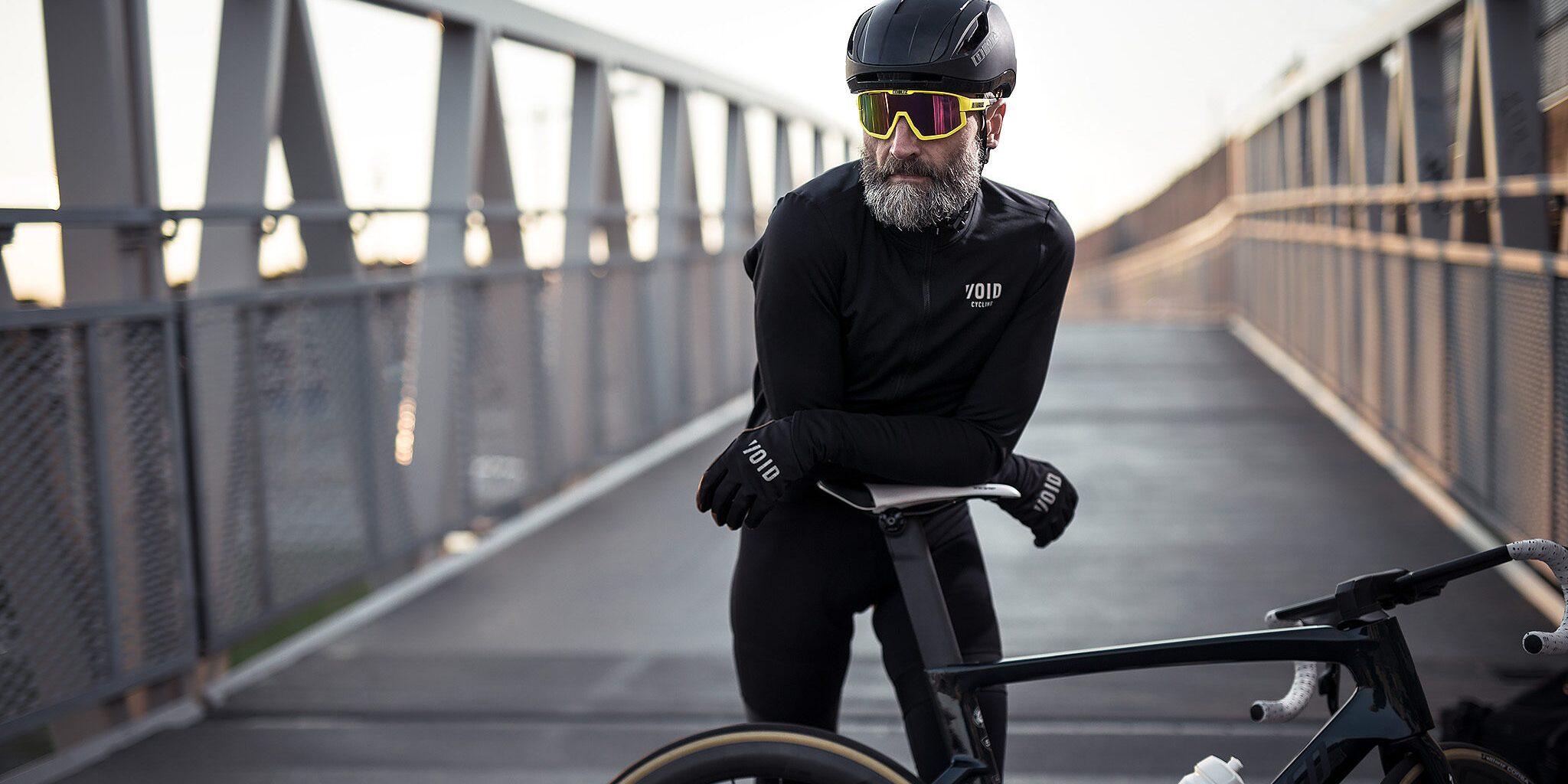 52105-64_fusion-56007-10_zonar helmet-bliz_sunglasses_cycling_yellow_sportsglasses_lifestyle2