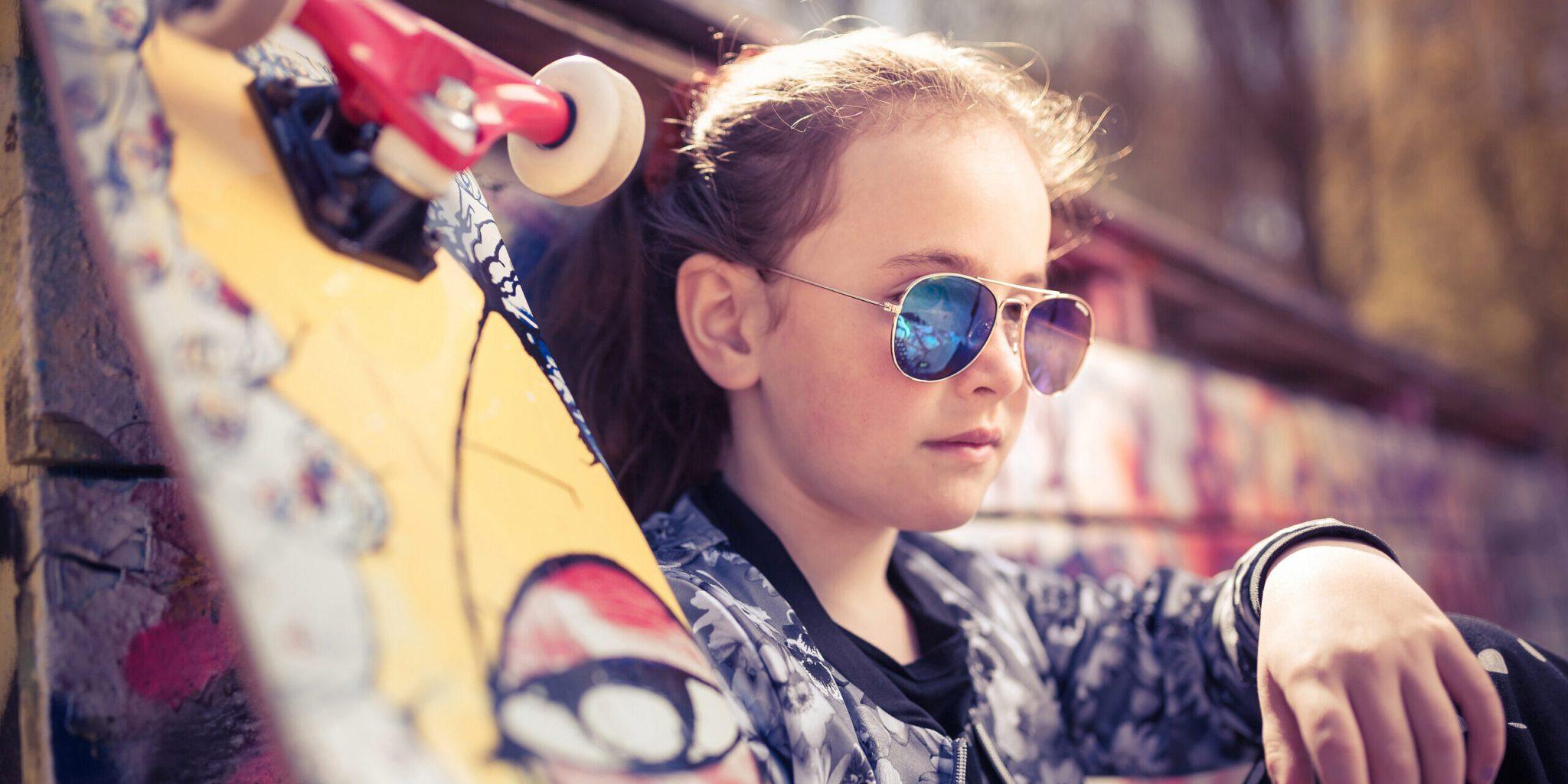 694-93_P4_minibrilla sunglasses_skate_action1