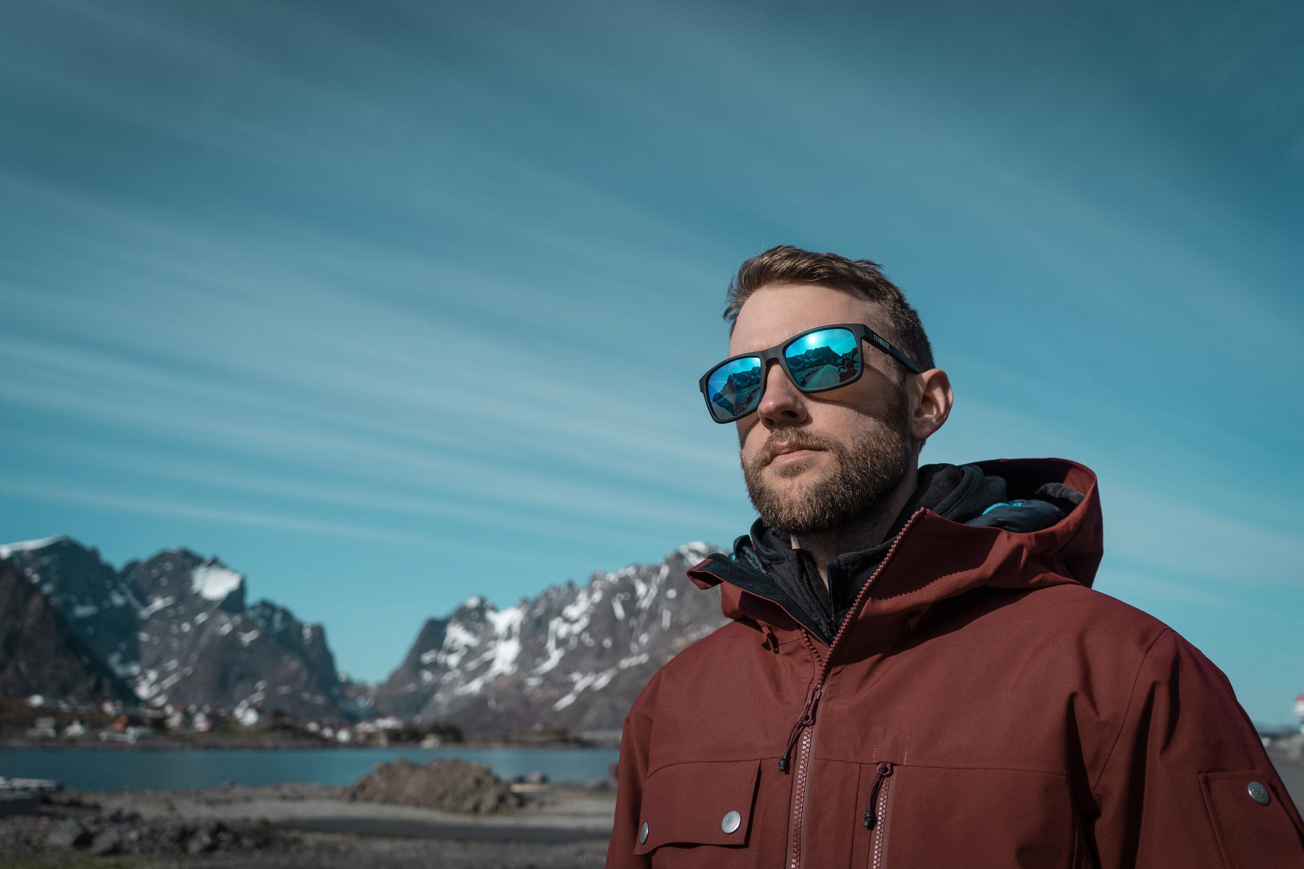 54605-13_luna-bliz sunglasses_adventure_matt black_sportsglasses_lifestyle5