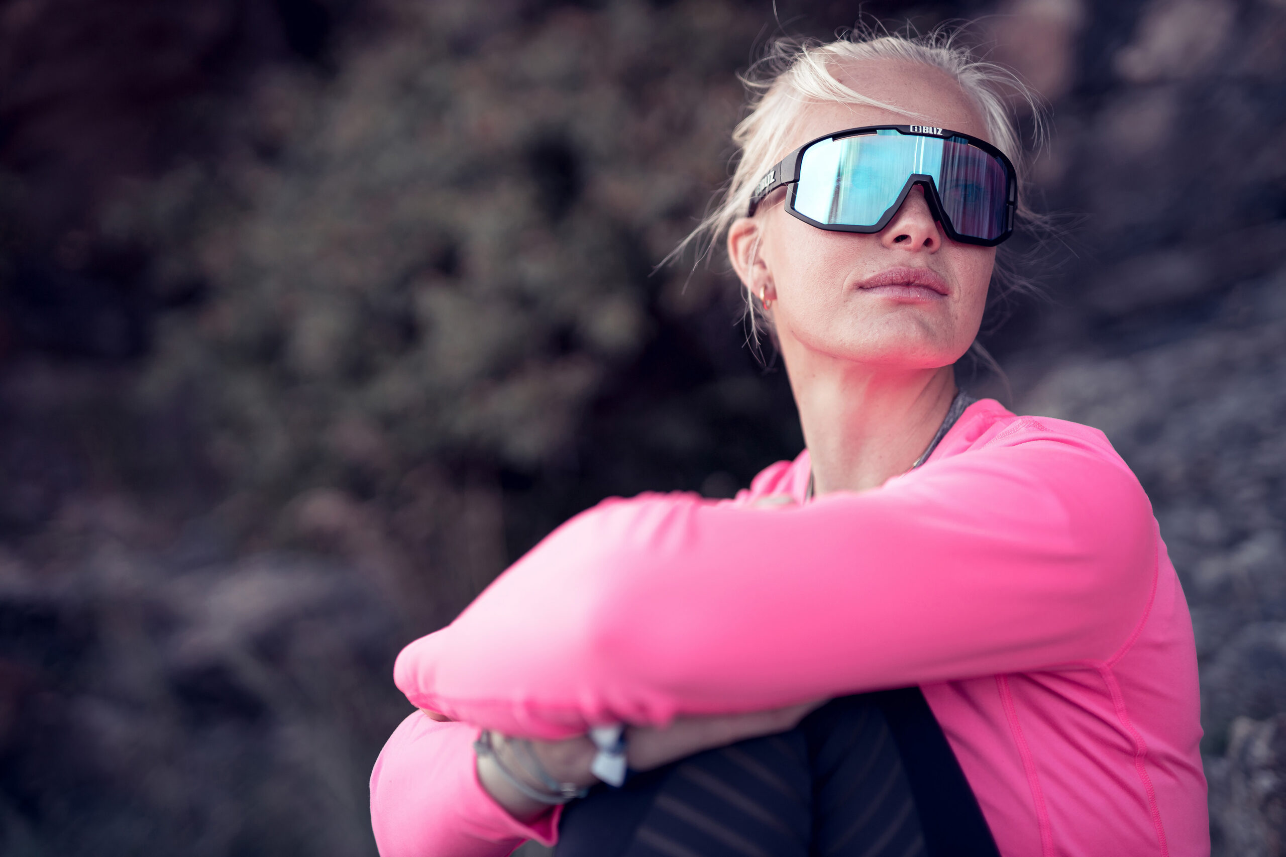 52005-14n_fusion NL-bliz sunglasses_lifestyle_matt black_sportsglasses_lovisa karlsson_lifestyle2