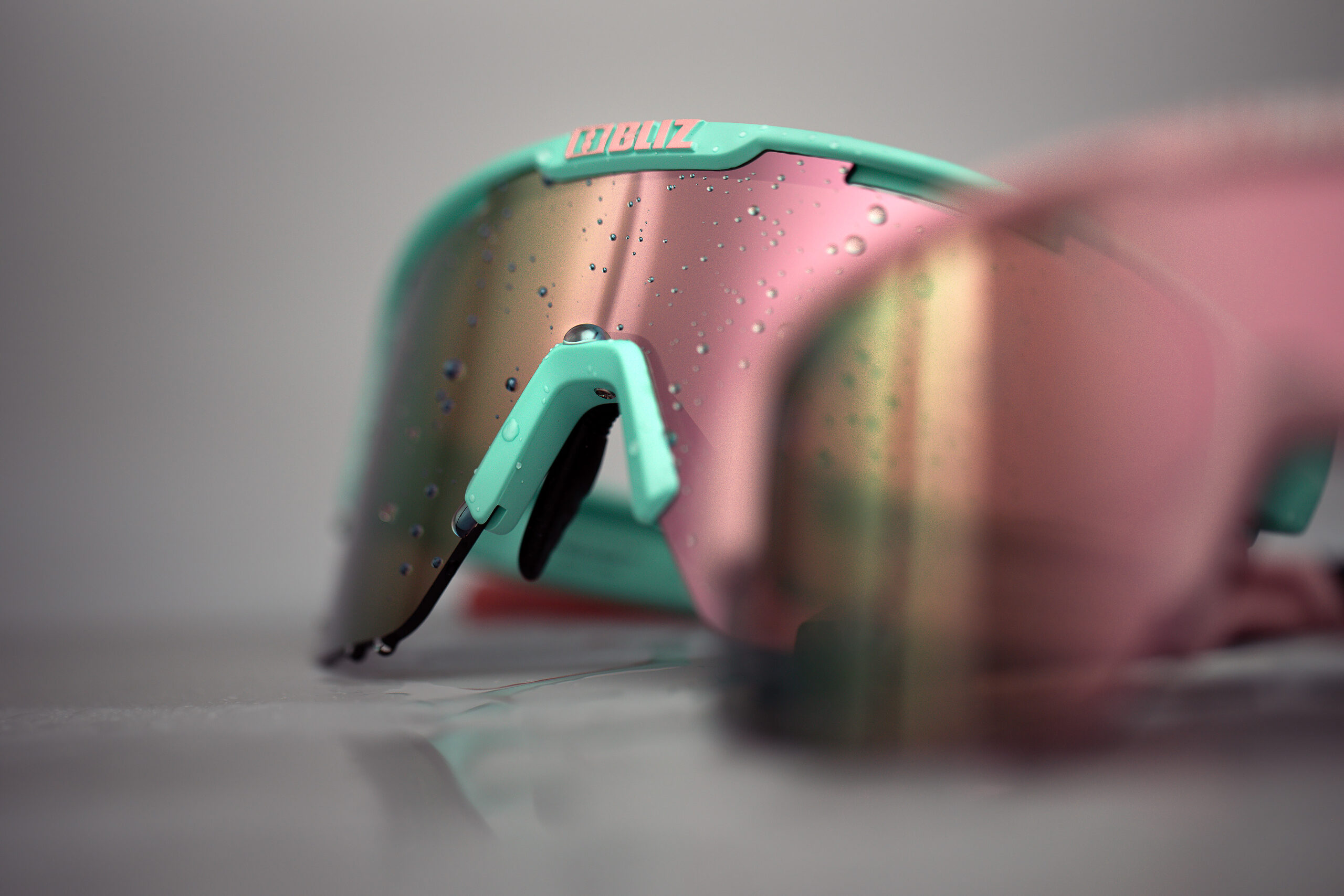 52104-39_matrix-bliz sunglasses_studio_sportsglasses_detail1